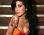 rehab-amy-winehouse-3